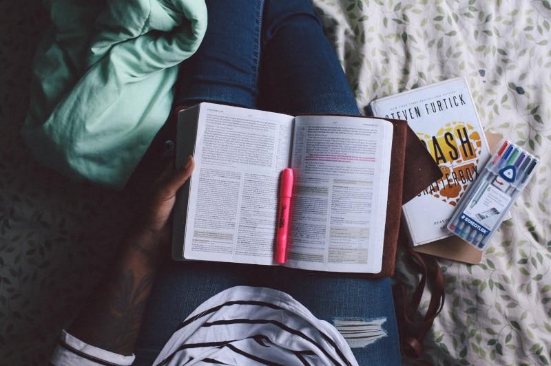 ツアープランナーになるための資格とは?企画担当者が読むべき本