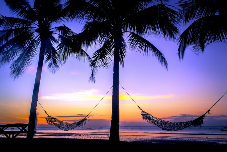 パングラオ島の大海原に沈む壮大なサンセット
