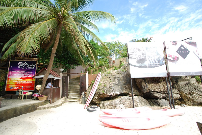 ロケーションはパングラオ島で一番人気のアロナビーチエリア