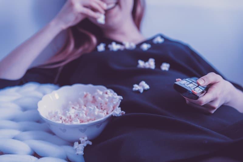 日本映画やドラマをたくさん見る