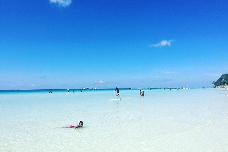 ボラカイ島の空港はどこ?
