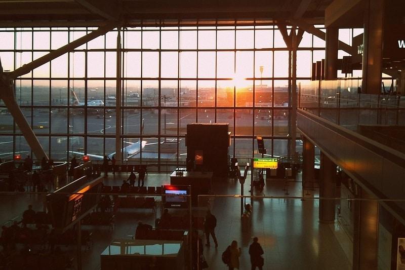 航空券予約の際のパスポートの名前は?旧姓や外国人配偶者の場合は?