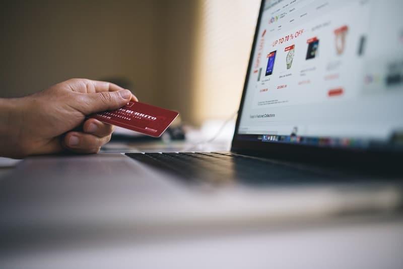 海外旅行におすすめの年会費無料&保険付きのクレジットカード3選