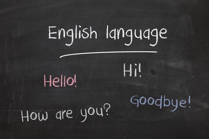海外赴任や留学で海外に住むと英語は上達する?