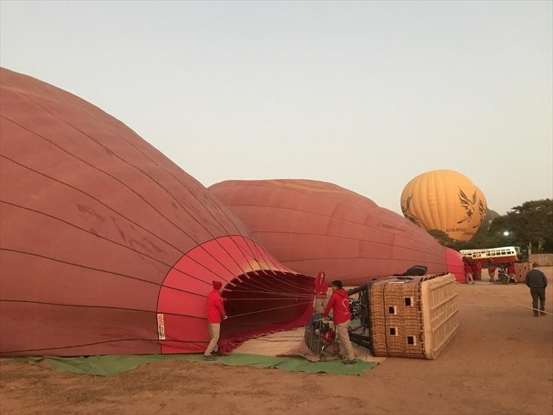 バガン 気球 ツアー