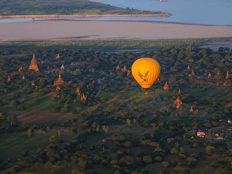 バガン 観光 気球