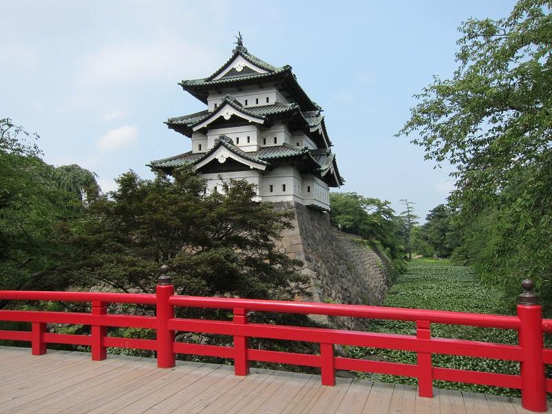 東北随一の桜の名所「弘前城」