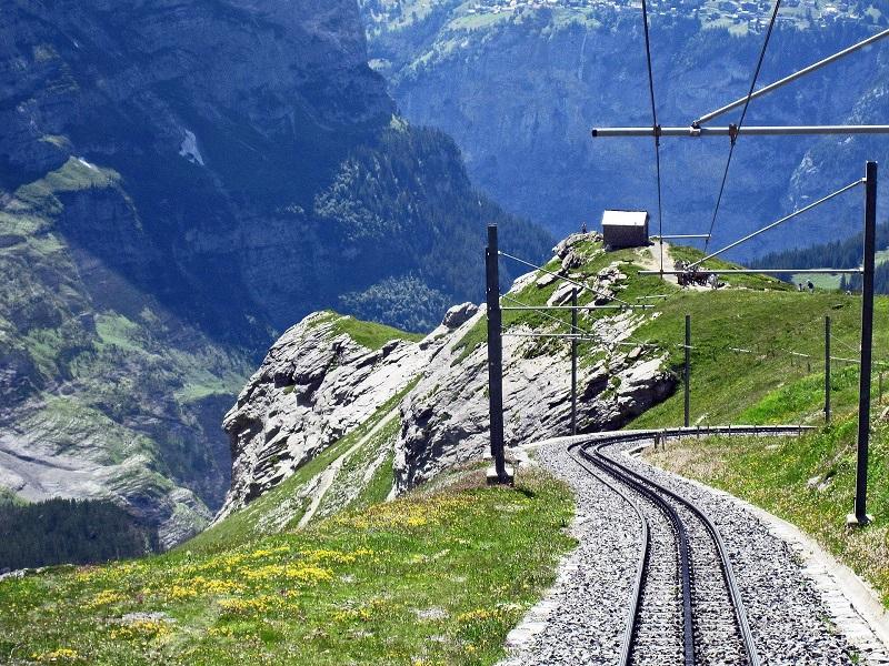 スイスへ初めての観光!各都市の特徴とおすすめルートと旅行時期は?