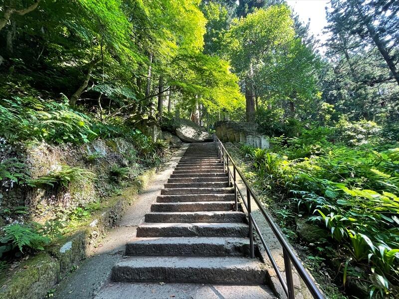 立石寺の階段の数は1015段?